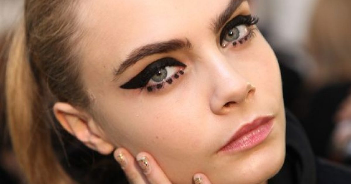 Femina Make Up D Halloween Le Trait D Eye Liner Créatif